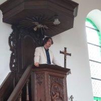 Sven Vermassen geeft deskundige uitleg over het  orgel