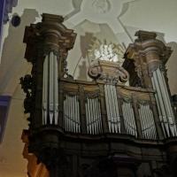 Kalken, Sint-Dionysiuskerk. Loncke 1972 in een prachtig oud meubel.