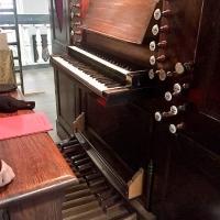 De speeltafel van het orgel in de Sint-Elisabethkerk