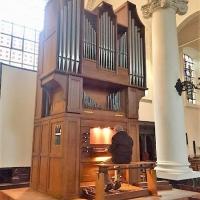 Roland speelt nog even op het Flentrop-orgel in Sint-Stefanuskerk