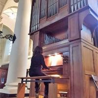 Sandra Van Der Gucht speelt op het Flentrop-orgel in de Sint-Stefanuskerk
