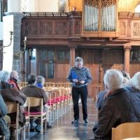 Paul Oyen geeft uitleg over de geschiedenis van de Sint-Martinuskerk